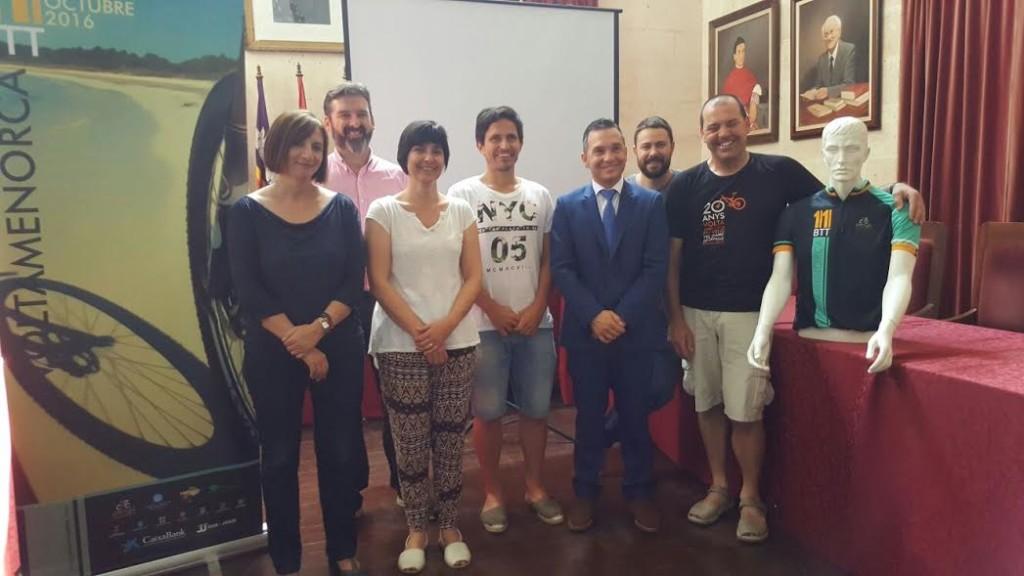 Imagen de la presentación de la prueba en Ciutadella (Fotos: Volta a Menorca)