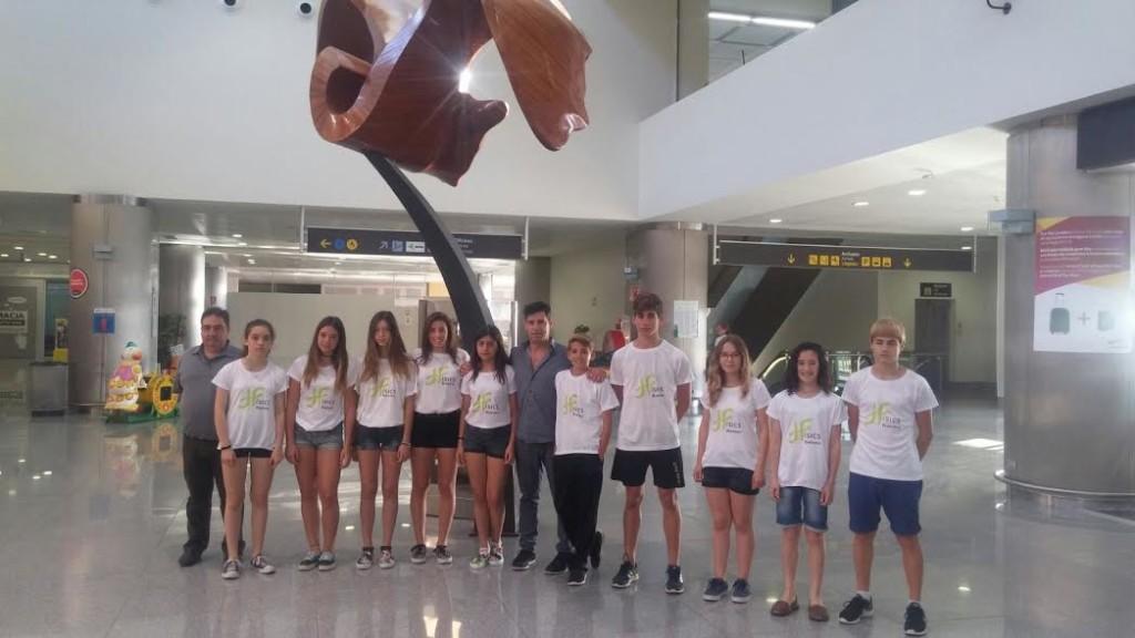 Expedición del Físics Ciutadella en el Aeropuerto de Menorca (Foto: Físics Ciutadella)