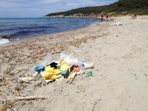 Otra imagen del plástico acumulado en Binigaus.