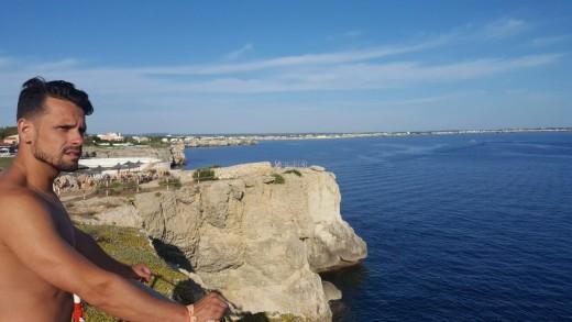 El artista andaluz, en la Isla en una foto que ha colgado en Twitter.