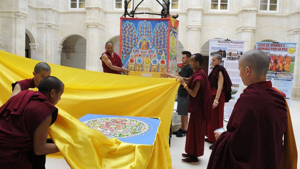 mandala budista en el cluastre de sant francesc