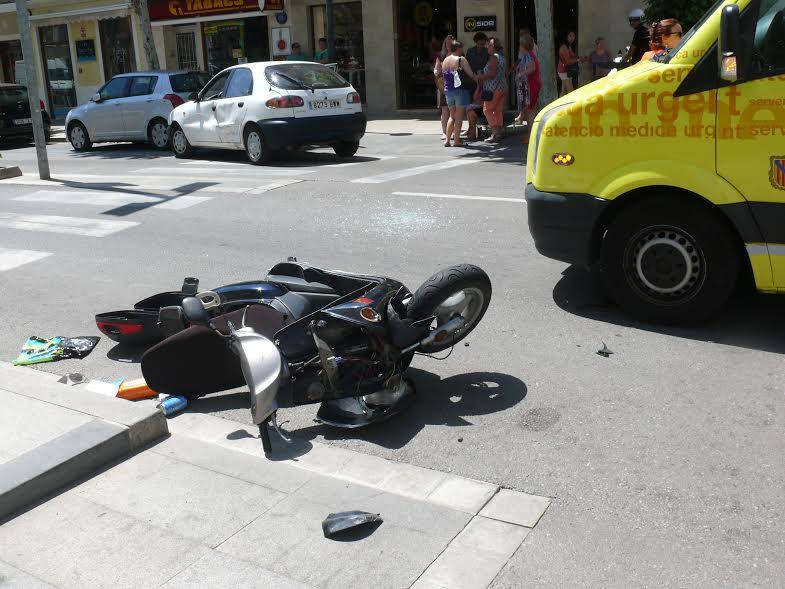 Aspecto en el que quedó la motocicleta tras chocar contra el coche.