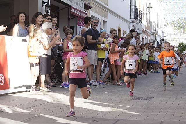 Momento de la carrera de los más pequeños.