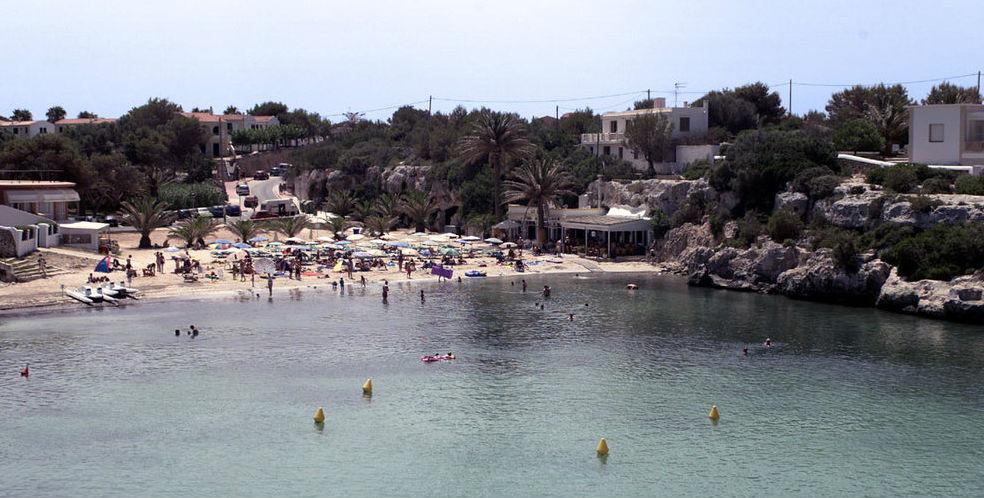 Imagen de la playa de Sa Caleta en Ciutadella