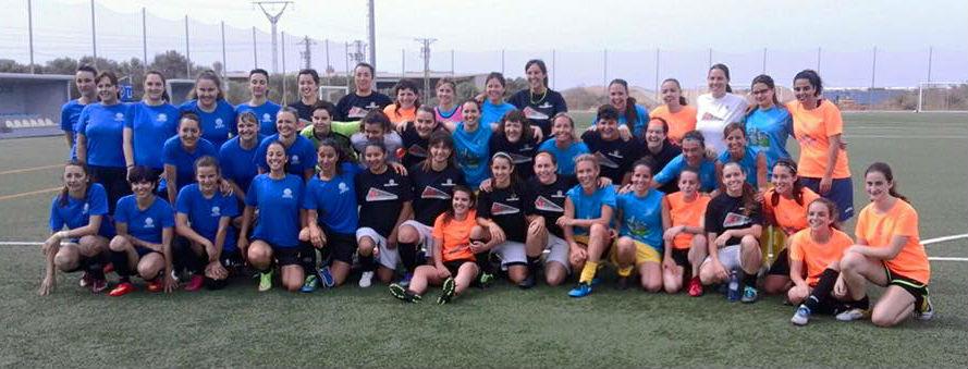 Imagen de los equipos de fútbol femenino en los Jocs Esportius Municipals