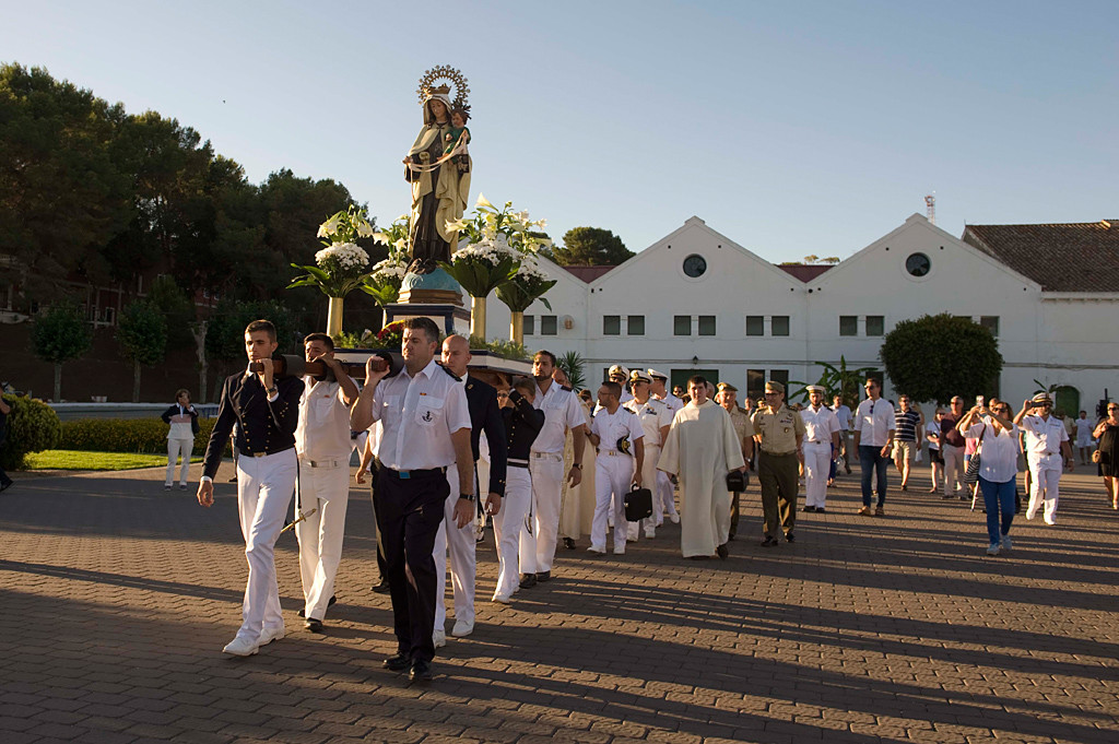 La Virgen salió de la Base Naval.