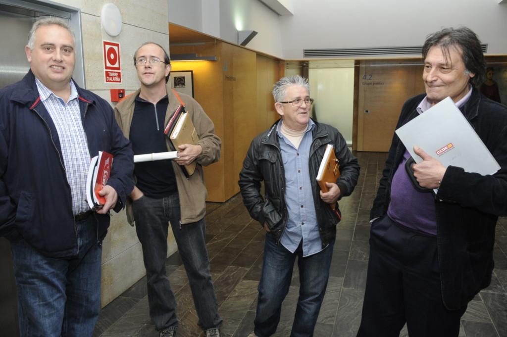 José Reyes (segundo por la derecha) en una reunión junto a otros sindicalistas.