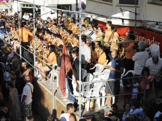 Explosión de fiesta en Es Mercadal