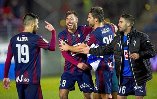 Enrich celebra un gol con el Eibar.