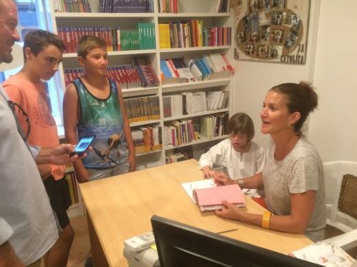 (Fotos) Samantha Vallejo-Nágera y Roscón llenan el centro de Maó
