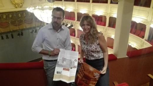 Angela Vallès y Héctor Pons presentaron las visitas guiadas al Principal.