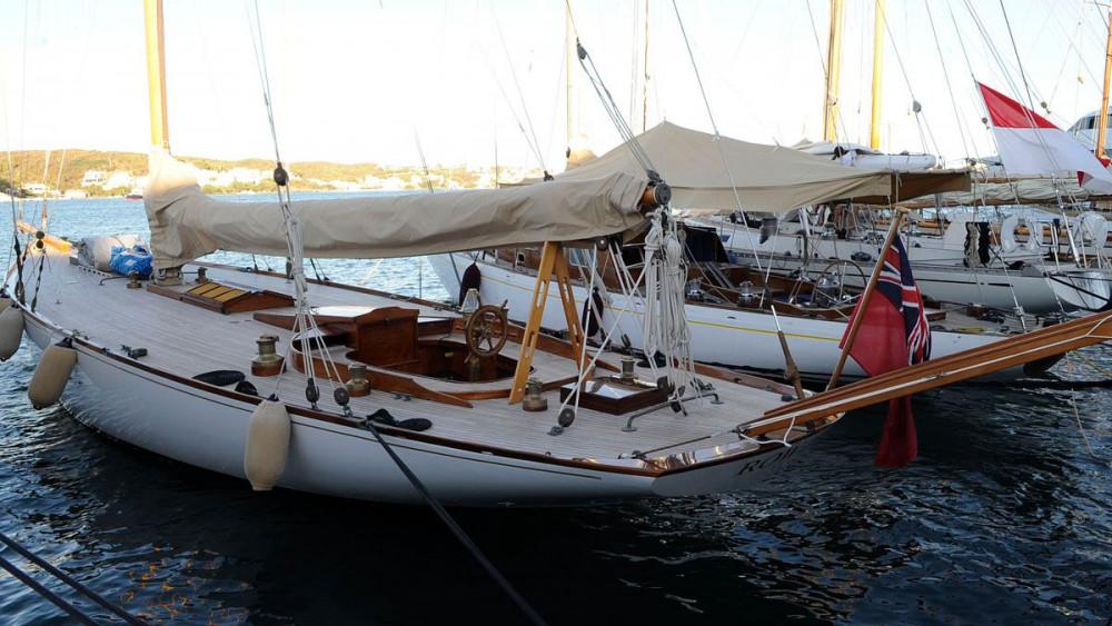 Imagen de algunos barcos amarrados en el puerto de Maó (Fotos: Tolo Mercadal)