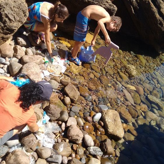 Se limpian varias zonas de costa