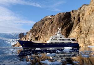 El megayate Turmoil fue construido por navegar en el hielo.