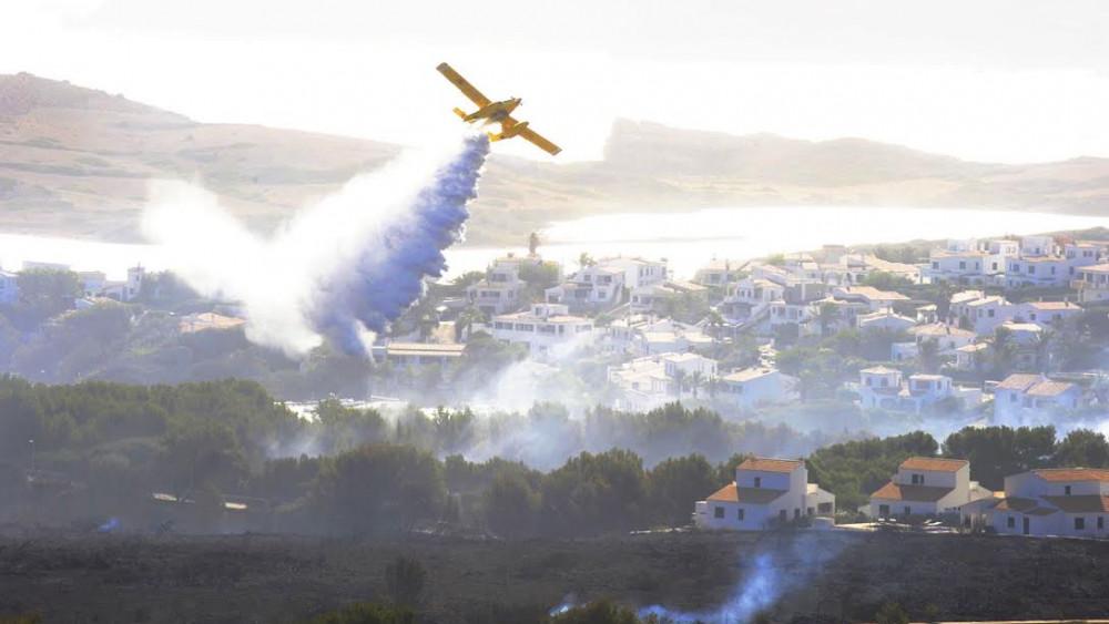 Aviones actuando sobre Addaia (Fotos: Tolo Mercadal)