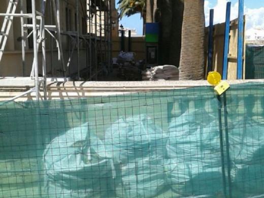 (Galería de fotos) La lluvia causa la evacuación de dos aulas en el CP Joan Benejam de Ciutadella