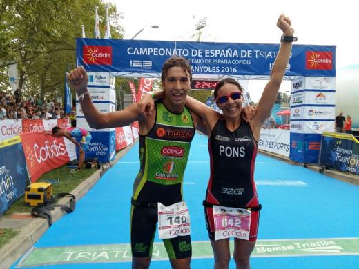 Sabater y Pons, en la meta de Banyoles (Foto: Xtrem Menorca Triatló)