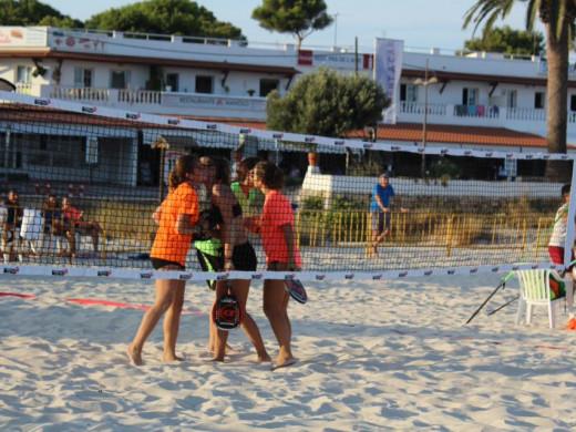(Fotos) El tenis playa deslumbra en Punta Prima