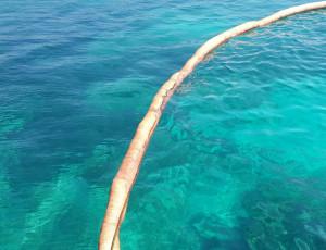 Detalle de la barrera absorbente instalada y el fluido del cable.