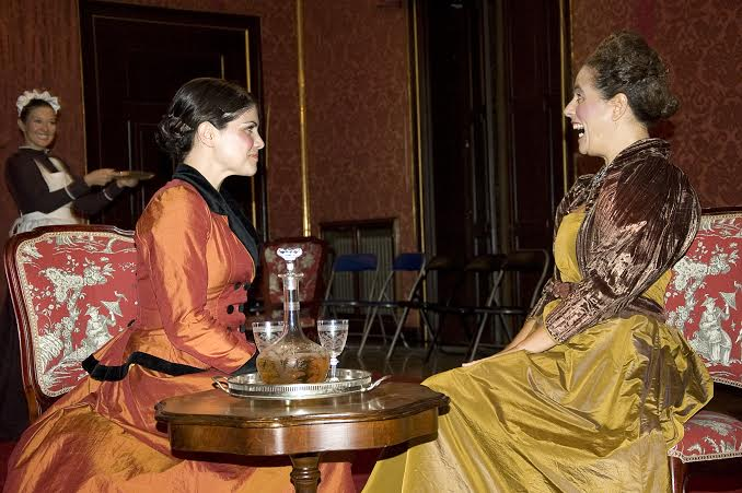 El vestuario victoriano es muy cuidado.