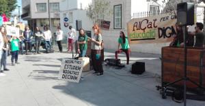 Los parlamentos de los miembros de Alça't se intercalaron con conocidas canciones de protesta.