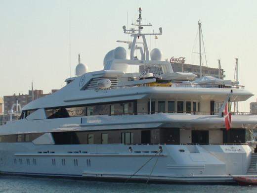 El yate del primer ministro de Qatar bordea Menorca