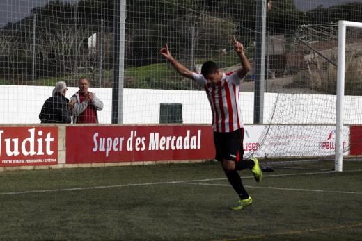 Raúl Marqués, en plena celebración (Foto: deportesmenorca.com)