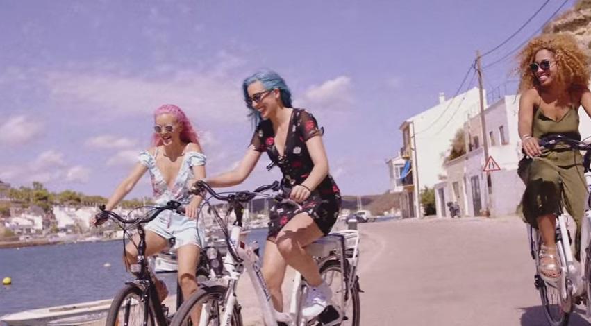 Sweet California parece que disfrutó en Menorca durante el rodaje del videoclip