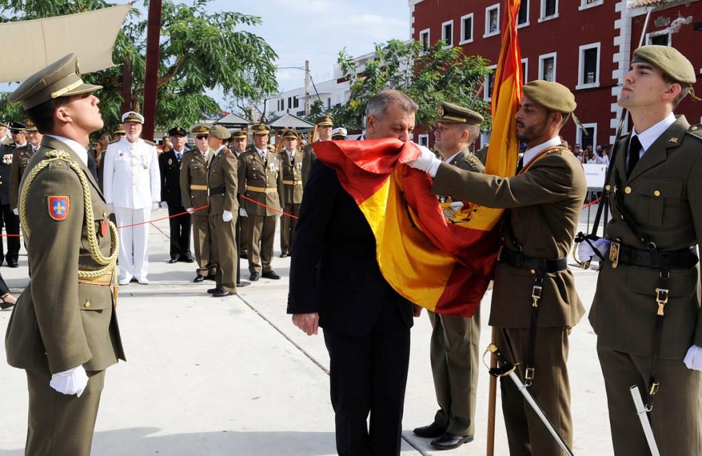Imagen de una jura de bandera civil en Es Castell (Foto: Tolo Mercadal)