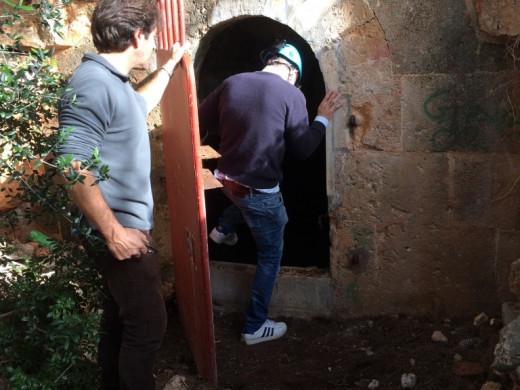 Empiezan los trabajos en las cuevas de Cala Blanca
