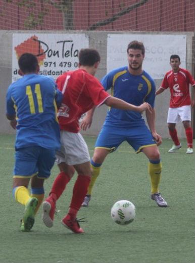 Fabri y Xavi enciman a un rival (Foto: futbolbalear.es)