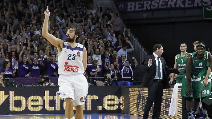 Sergio Llull celebra uno de los triples que logró (Foto: Euroliga)