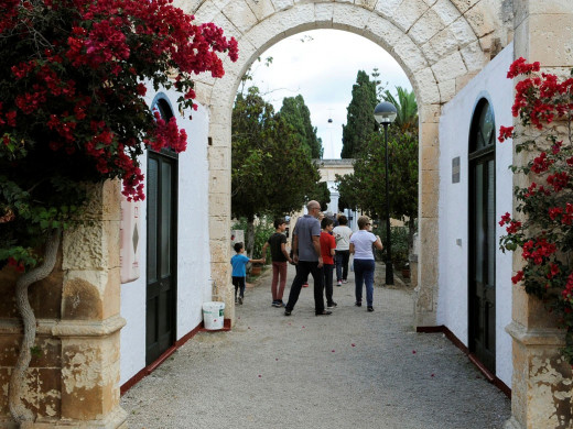 (Fotos) Menorca acude a los cementerios