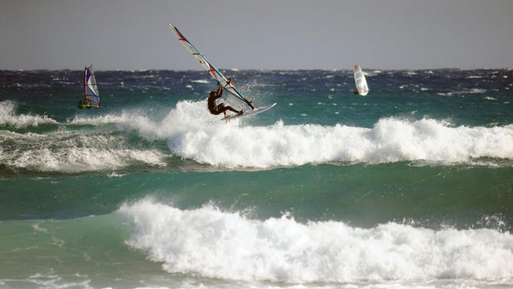 Las olas permitieron la práctica de este deporte.