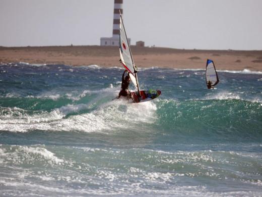 (Fotos) Días de olas, viento y windsurf