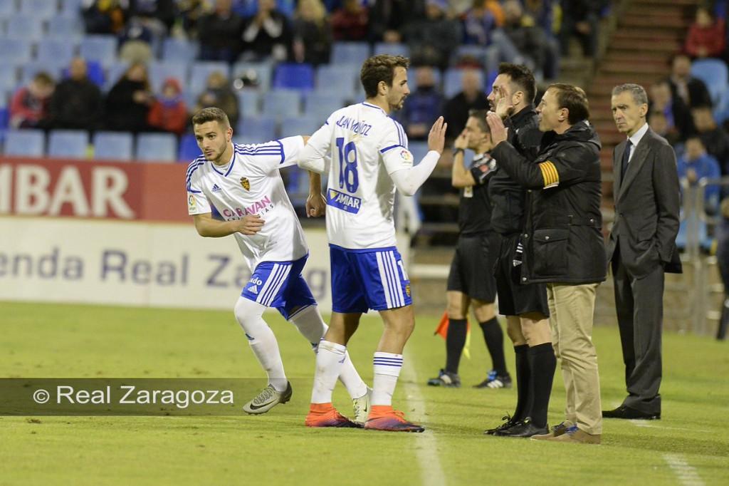 Xiscu, en el momento de entrar al campo (Foto: Real Zaragoza)