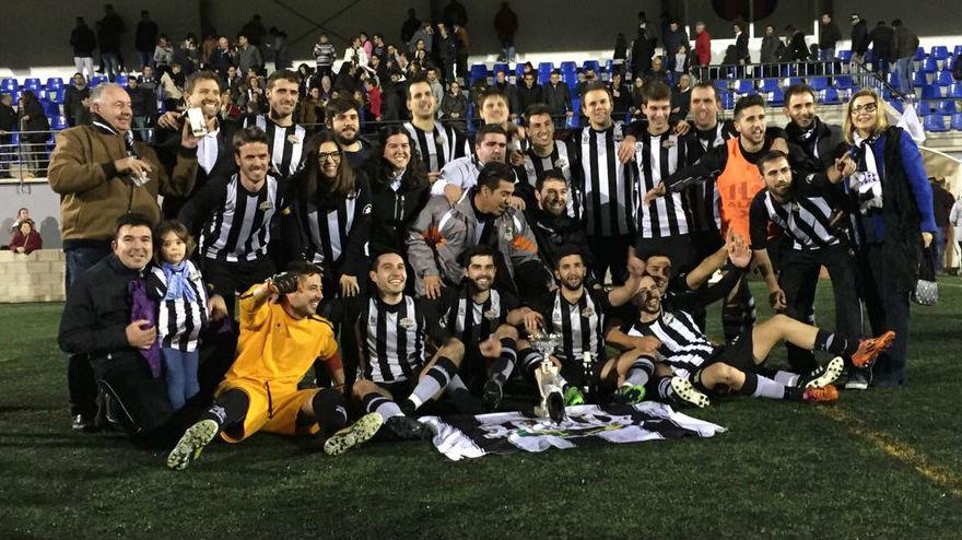 Celebración del título del Alaior (Fotos: deportesmenorca.com)