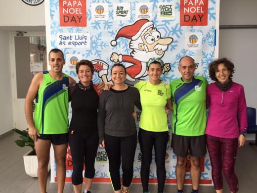 """(Galería de fotos) Diversión y deporte en el """"Papa Noel Day"""" de Sant Lluís"""