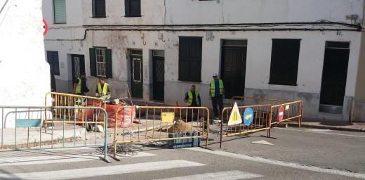 Imagen de las obras en la calle Sol de Maó (Foto: Ajuntament de Maó)