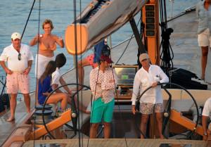 Palatchi es un enamorado de la vela y no duda en salir por vacaciones con sus amigos como Mercedes Milà en su velero.