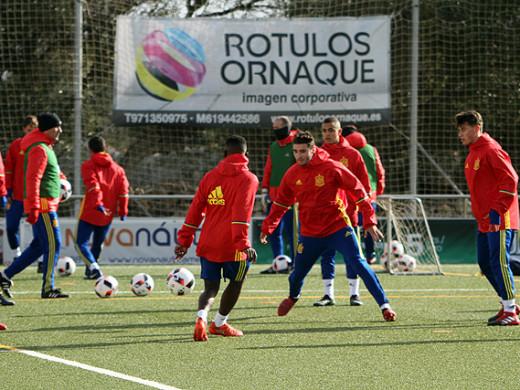 (Galería de fotos) Cita con el fútbol internacional en Maó