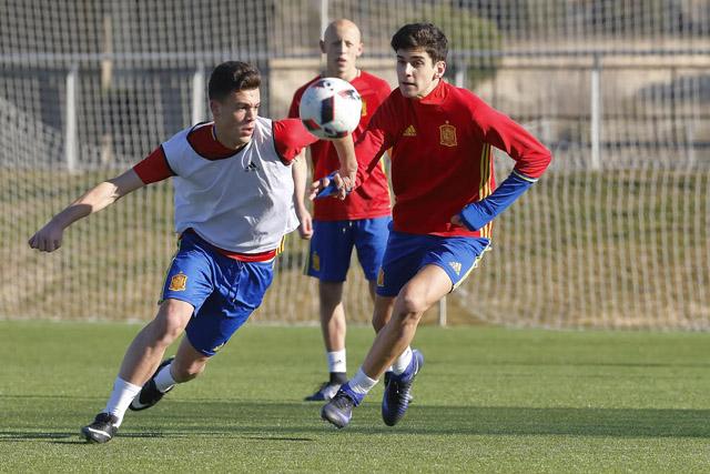 Xavi Sintes, a la derecha, durante el entrenamiento (Fotos: deportesmenorca.com)
