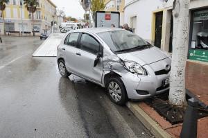 El coche tiene afectada la parte derecha. (Foto: Tolo Mercadal).