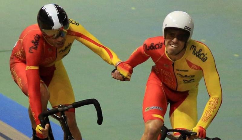 Torres y Mora, en una imagen con la selección española.