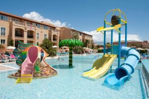 Espacio recreativo del Holiday Village Menorca.