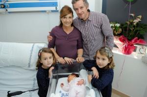 Olivia Sepúlveda nació el pasado día 30 y ya conoce a toda su familia, Daniel, Carolin y sus hermanitas  Laura y Sofía.