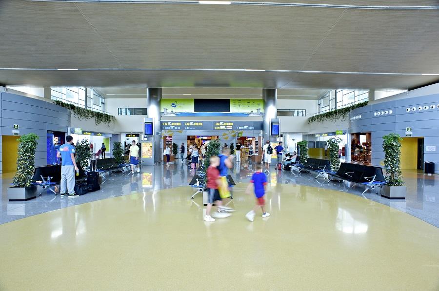 Este año la sala de recogida de equipajes del aeropuerto quedará abierta en su totalidad.