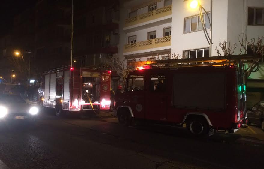 Tres camiones de bomberos han acudido al incendio.