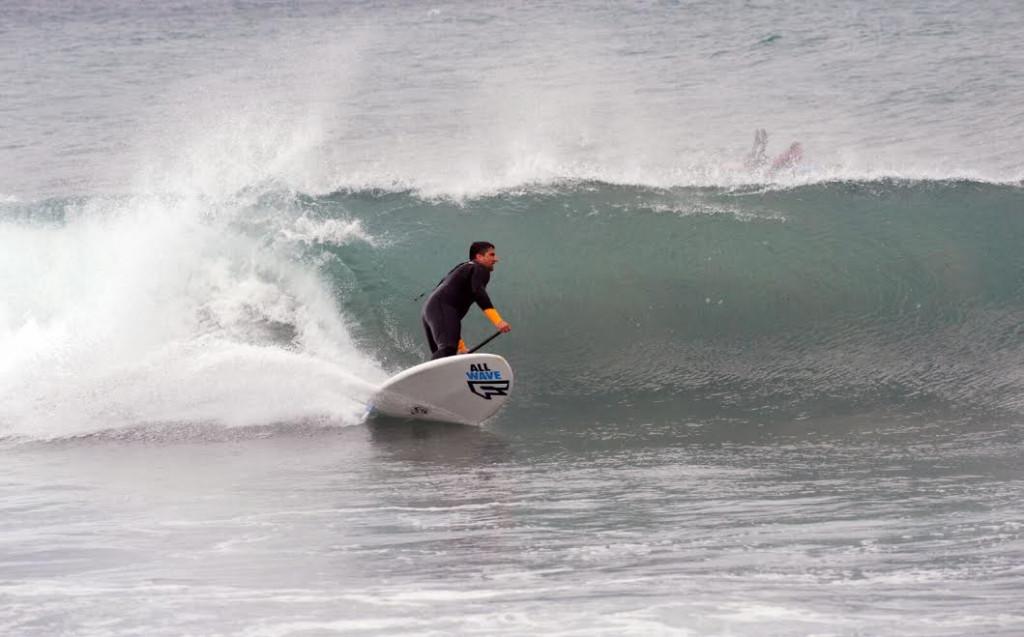 Algunos surfistas están aprovechando estos días de viento