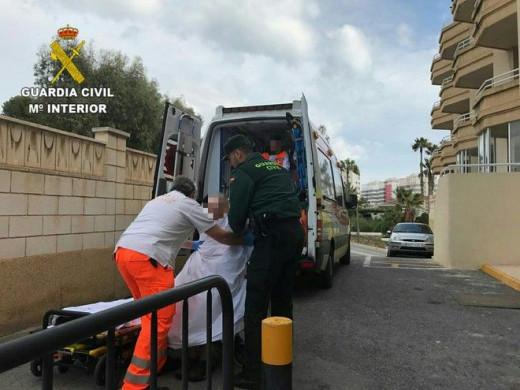 Momento del traslado del cadáver (Foto: Ministerio del Interior)